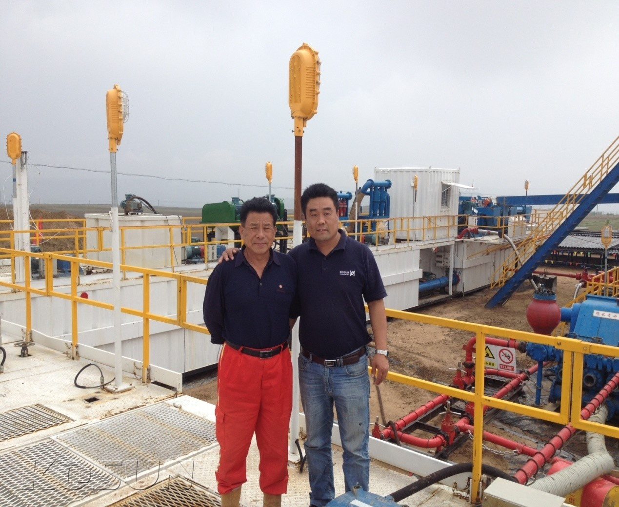 KOSUN Drilling Mud Circulating System Service Site (Photo of Two Mud Engineers)